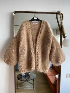 Chunky Sweater Outfit, Cardigan Outfits, Mohair Sweater, Crochet Cardigan, Knit Crochet, Big Yarn Blanket, Kawaii Clothes, Crochet Clothes, Knitwear