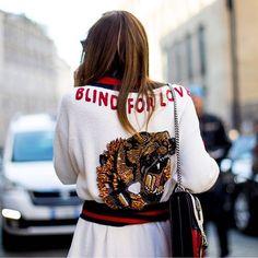 En Milán sigue el show de estilo empezando por su cuarto día de #streetstyle. Todos los looks en ELLE.es (link en bio ) #milano #milan #mfw  via ELLE SPAIN MAGAZINE OFFICIAL INSTAGRAM - Fashion Campaigns  Haute Couture  Advertising  Editorial Photography  Magazine Cover Designs  Supermodels  Runway Models