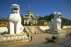 Portal to sacred hill of Mandalay, Burma