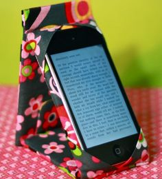 iPod or iPhone Case Stand   AllFreeSewing.com