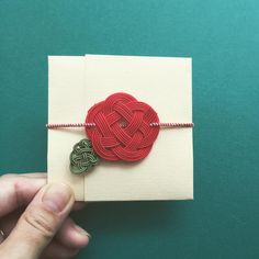 Handmade Accessories, Handmade Jewelry, Soap Packing, Diy And Crafts, Arts And Crafts, Jewelry Knots, Small Cards, Weaving, How To Make