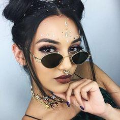 Monday slay via Rowi Singh adorned in our GLO Pyara Bindis # Festival Looks, Rave Festival, Coachella Makeup, Coachella Looks, Music Festival Outfits, Festival Fashion, Rave Hair, Make Carnaval, Festival Makeup Glitter