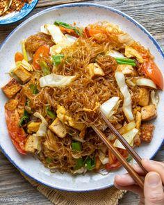 Vegan Pad Woon Sen - 泰式炒粉丝 Tai Food Recipes, Vegan Noodles Recipes, Tasty Noodles Recipe, Vegan Recipes Easy, Vegetable Recipes, Asian Recipes, Vegetarian Recipes, Gf Recipes, Noodle Recipes