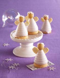 Mandloví včelí andělíčci Christmas Cupcakes, Christmas Sweets, Christmas Candy, Christmas Baking, Christmas Cookies, Small Desserts, Mini Desserts, Mini Cakes, Cupcake Cakes