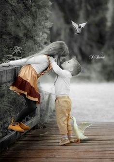 Beautiful colorful pictures and Gifs Precious Children, Beautiful Children, Beautiful Babies, Cute Baby Couple, Cute Couples, Splash Photography, Color Photography, Couple Fotos, Cute Kids