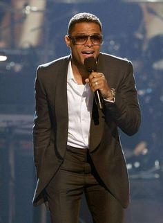 Maxwell Photos - Singer Maxwell performs onstage during the 2008 BET Awards held at the Shrine Auditorium on June 2008 in Los Angeles, California. Male R&b Singers, Soul Singers, Neo Soul, Soul Music, My Music, Maxwell Singer, Maxwell Photos, Rivera, Brooklyn
