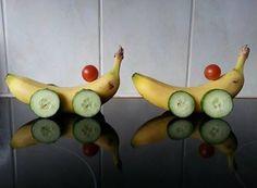 Bananen-autootje www.activitheek.nl Een grappig en gezond hapje in de vorm van een auto. Je maakt 'm van een banaan, wielen van groente en wat kies jij als stuur? Lekker en gezond!