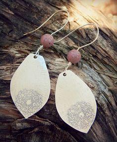 Boucles d'oreilles bohèmes,boucles d'oreilles en argent massif,argent gravé,dandelion,rhodonite,fait main, Dandelion. : Boucles d'oreille par ambreline