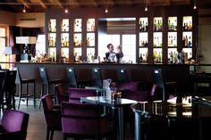 L'hôtel Chalet RoyAlp & Spa. Le BeAR's Bar vous accueille dans une ambiance décontractée et musicale où une sélection d'encas salés & sucrés vous sera proposée tout au long de la journée. De 15h30 à 23h00 une sélection de mets revisitée accompagnera votre soirée et vos cocktails préférés.