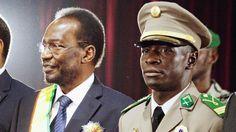 31.01.13 / Au nord, la guerre, au sud la crise / Le président malien Dioncounda Traoré (à gauche) et le leader des putschistes Amadou Sanogo (à droite), le 12 avril 2012 à Bamako (Mali).   REUTERS