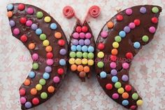 gateau papillon by alissa Fancy Desserts, Fancy Cakes, Cupcake Cakes, Cupcakes, Hedgehog Birthday, Colorful Birthday Party, Cake Name, Butterfly Cakes, Butterfly Birthday