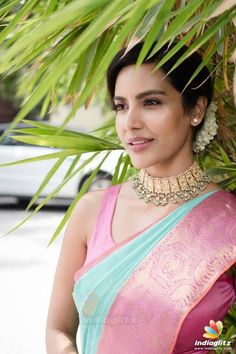 Priya Anand in a bridal look in a pink and green color pattu saree, sleeveless blouse design and beautiful jewelry Fancy Blouse Designs, Saree Blouse Designs, Blouse Patterns, Tamil Saree, Actress Priya, Wedding Silk Saree, Elegant Saree, Traditional Sarees, Traditional Outfits