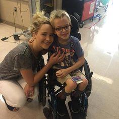 ジェニファー・ローレンスが小児病院をサプライズ訪問
