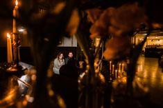 eine freie Trauung in ganz klein, nur für das Brautpaar. Das ist eine Bekräftigungszeremonie. Eine Microwedding der besonderen Art mit wunderbarer Deko und tollen Ideen ♥  Foto: Steven Herrschaft von www.stevenherrschaft.com  Dieses Foto gehört zu einer ganzen Hochzeitsreportage zu einer Hochzeit mit Bekräftigungszeremonie aka BEZZI oder freie Trauung der Trautante mit einem Brautpaar aus dem #teamtrautante2020 im Kulturbanhof Idstein Concert, Photo Studio, Wedding Photography, Newlyweds, Legends, Culture, Nice Asses, Ideas, Recital
