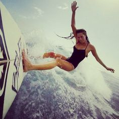 Surfing holidays is a surfing vlog with instructional surf videos, fails and big waves Surf Girls, Photo Surf, Sports Nautiques, Water Sports, E Skate, Alana Blanchard, Sup Surf, Roxy Surf, Surf City