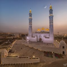 Photo al ameen mosque Oman par muhanned on Architecture Board, Islamic Architecture, Travel Around The World, Around The Worlds, Sultan Qaboos, Arabian Beauty, Beautiful Mosques, Cathedral Church, Asia