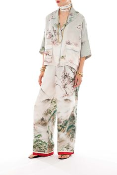 F.R.S Urano pant plays with the combination of genius print placement and most flattering tailoring expertise to create a dream piece – suitable for...