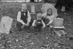 Ghosts in the Graveyard!: This has been my favorite Halloween project this year! And I love Halloween! Ghosts in the Graveyard--a Halloween Photo Shoot! Halloween Photos, Halloween Projects, Holidays Halloween, Halloween Kids, Halloween Tricks, Halloween Stuff, Happy Halloween, Halloween Party, Halloween Decorations