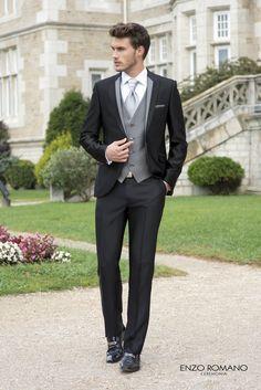 Double colour lapels and different colour vest Tuxedo Wedding, Wedding Groom, Wedding Suits, Wedding Gowns, Black Tuxedo Suit, Groom Tuxedo, Groom Outfit, Groom Attire, Groom And Groomsmen Suits