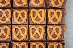 Peanut Butter Pretzel Bars. Super easy to put together and it's no-bake! #dessert #recipe #peanutbutter #chocolate #pretzel