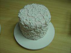 Aula de bolos artísticos.  Cake design classroom.  www.facebook.com/carlamachado.com.br