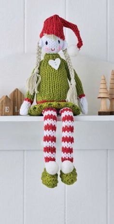 FREE - KNIT Evie the Elf ~ easy level ~ add this cutie to a shelf or mantlepiece