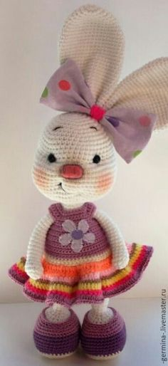 Mesmerizing Crochet an Amigurumi Rabbit Ideas. Lovely Crochet an Amigurumi Rabbit Ideas. Crochet Easter, Crochet Mignon, Crochet Bunny Pattern, Cute Crochet, Crochet Crafts, Crochet Baby, Knit Crochet, Crochet Patterns, Crochet Rabbit