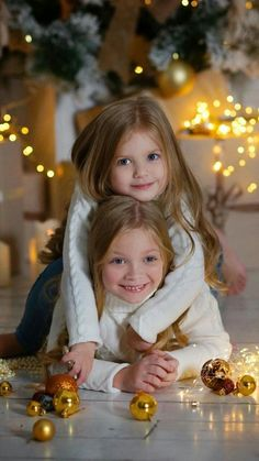 Christmas Photos, Christmas And New Year, Christmas Time, Beautiful Children, Funny Babies, Cute Kids, Cute Animals, Flower Girl Dresses, Wedding Dresses