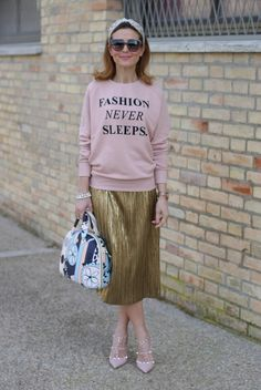 Salce 197 Movida Pattern bag, pink Valentino Rockstud heels and Zara gold pleated skirt