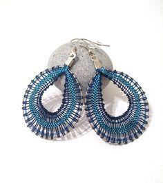 Créoles en dentelle coloris bleu : Boucles d'oreille par pique-coeur-caro