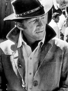 Dean Martin on the sets of various Westerns. Like Dean and Westerns go together like gin and vermouth. Hollywood Stars, Classic Hollywood, Old Hollywood, Martin King, Dean Martin, Joey Bishop, Sammy Davis Jr, Jerry Lewis, Western Movies