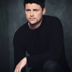 "(gif) A nice gif (from an ""Almost Human"" promo, I am fairly sure) showing Karl Urban looking attractively grim. Is it Nov. 17 *yet*? #FOX #AlmostHuman"