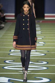¿Te gusta la ropa de Tommy Hilfiger? En Black Friday tienen un 30% de descuento en gran selección de productos. #Black #Friday #Tommy #Hilfiger #descuentos #moda #desfile #2016