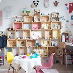 Boxes as giant dollhouse - storage unit in child's bedroom dansunpetitvillage.blogspot.fr