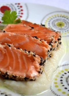 Saumon snacké sur purée de topinambour et vinaigrette au wasabi via Les gourmandises de Léa