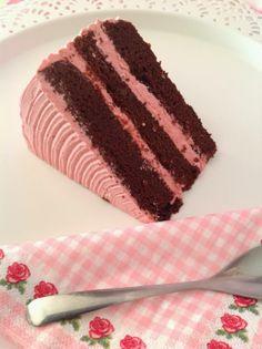Tarta de chocolate y guiness con frambuesas (pasta de frambuesas Hot Chef) Podría parecerse a la tarta de Inés.