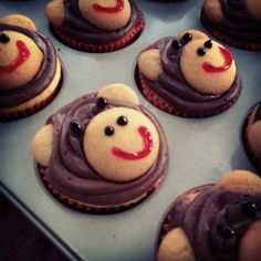Monkey cupcakes! What a great kids birthday or cute kids cupcake idea... make with banana bread for the cupcake part & chocolate cream cheese for the frosting