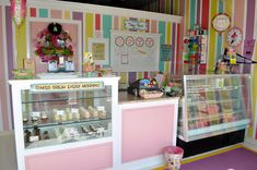 Cute Cupcake Cake Shop Bakery in Fort Worth, TX  www.leahssweettreats.com