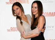 "10 Celebrities Who Look Exactly Alike - Suggest.com. Minka Kelly and Leighton Meester.  Leighton Meester and Minka Kelly are practically identical. The ""Gossip Girl"" star and the ""Friday Night Lights"" actress actually did team up in the teen thriller ""The Roommate,"" but played mismatched roommates, not twins."