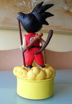 Una tarta para sorprender a Álvaro y celebrar los dulces 27 con uno de sus personajes favoritos... Goku!! De un riquísimo bi...