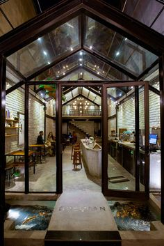 Image 21 of 29 from gallery of Brewman Coffee Concept / 85 Design. Photograph by To Huu Dung Coffee Shop Interior Design, Coffee Shop Design, Cafe Interior, Small Coffee Shop, Coffee Store, Concrete Interiors, Dark Interiors, Interior Design Courses Online, Restaurant Pictures