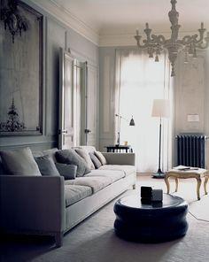 Un salon contemporain ponctué d'une touche classique