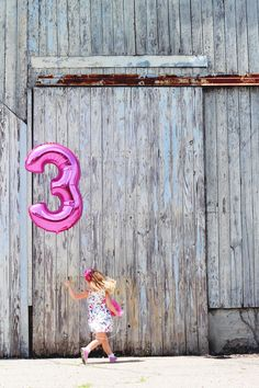 Birthday Party Photography Tips - 6 tips to photograph the party details but still enjoy every minute! Plus 3 must photograph moments