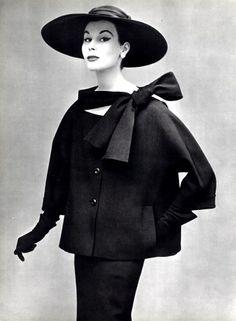 vampdreaminginhollywood:    Dior, 1953