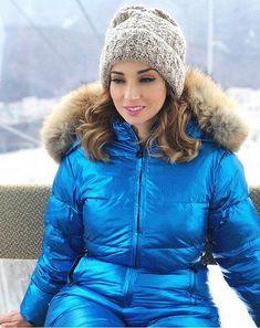 80506be608ae6a72d145b08893b2b228 Snow Fashion, Fur Fashion, Trendy Fashion, Winter Fashion, Winter Suit, Winter Coats, Girls Winter Outfits, Black Raincoat, Down Suit