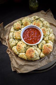 Mozzarella Stuffed Pesto Pizza Monkey Bread | Gringalicious