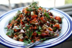 Israeli Salad with kohlrabi, beets radishes, tomatoes. Best Salad Recipes, Raw Food Recipes, Vegetarian Recipes, Healthy Recipes, Lentil Recipes, Gf Recipes, Israeli Salad, Israeli Food, Salads