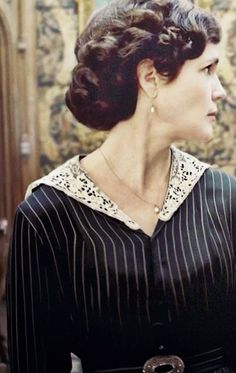 Lady Cora the Downton Abbey. Mother to Lady Mary, Lady Edith and the Late Lady Sybil. Wife of Robert