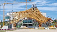 Centre Pompidou - The tent-like roof construction reached a height of 77 m