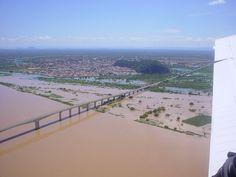 Vista aérea de Bom Jesus da Lapa, a ponte, a gruta e a Cidade. E o velho Chico (Rio São Francisco), transbordando!!!!
